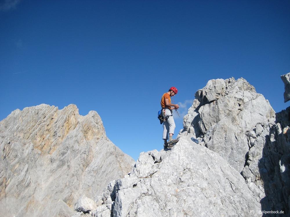 Am Ende etwa hundert Meter über den Grat absteigen zur Abseilpiste
