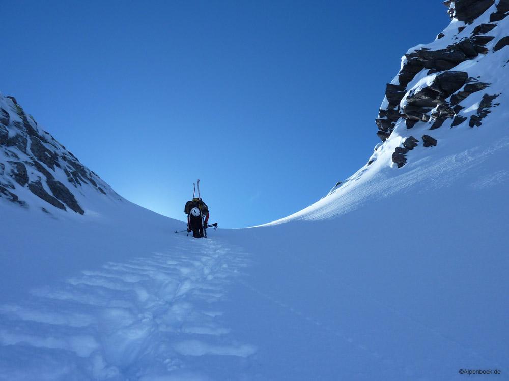 Nach der pulvrigen Nordseite des Pazolastocks, ging es am nächsten Tag tiefer ins Val Maighels, zum Schwarzberg.